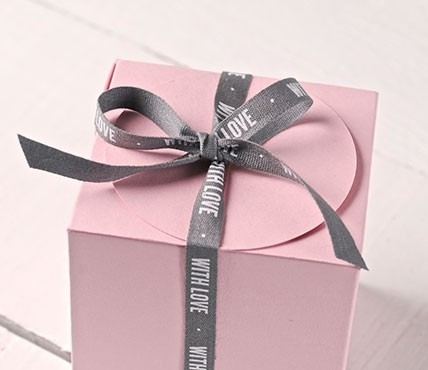 ruban cadeau with love pour cadeaux plein d 39 amour. Black Bedroom Furniture Sets. Home Design Ideas