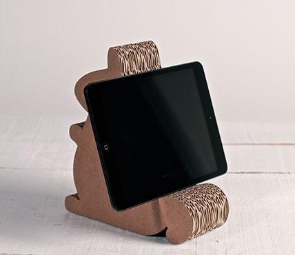 support pour ipad en carton avec la forme d 39 un cureuil. Black Bedroom Furniture Sets. Home Design Ideas