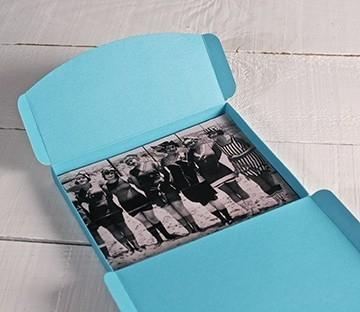 Boîte à photos bleue claire