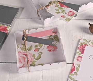 Boîtes à cadeaux transparentes pour des invitations de mariage