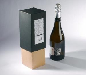Élégante boîte pour bouteille en deux couleurs