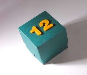 Boîte avec numéros en feutre