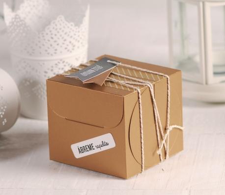 Caja de cupcakes con decoración de Navidad