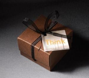 Boîte carrée pour chocolats avec noeud