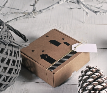 Cajita de envíos cuadrada con vinilo decorativo