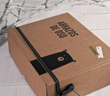 Caja de envío con vinilo de oso