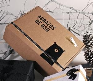 Boîte d'envoi avec autocollant ours