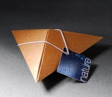 Petite boîte pyramidal pour cadeaux d'entreprise