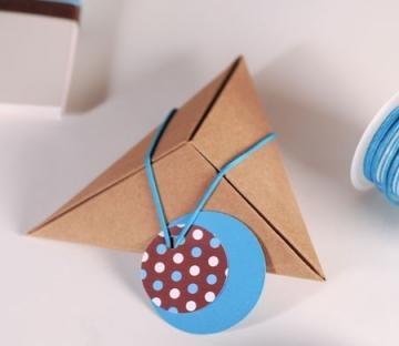 Petite boîte pyramidal pour des petits cadeaux