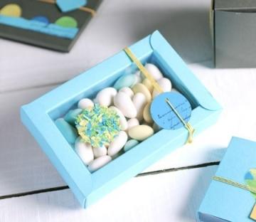 Petite boîte bleue pour baptêmes