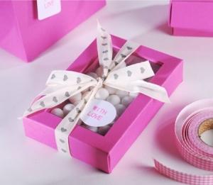 Petite boîte fuchsia pour bonbons