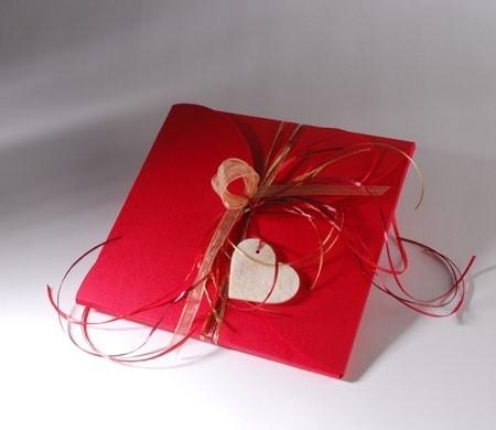Boîte à foulard rouge