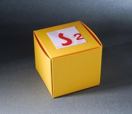 Boîte carrée pour cadeaux d'entreprise