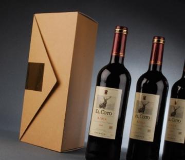 Boîte triangulaire pour des bouteilles