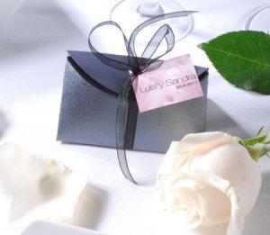 Boîte argentée pour souvenirs de mariage