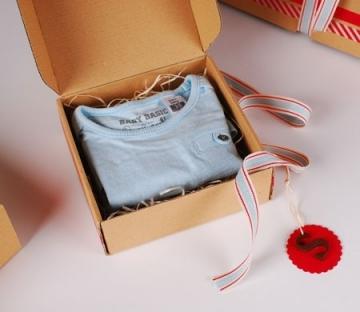 Petite boîte pour vêtements pour enfants
