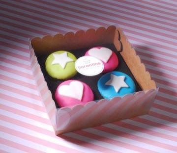 Boîte pour Quatre Cupcakes avec Autocollant