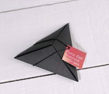 Boîte cadeau triangulaire
