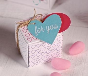 Boîte Carrée Imprimée à Cœurs