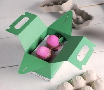 Boîte de pique-nique pour des oeufs de Pâques