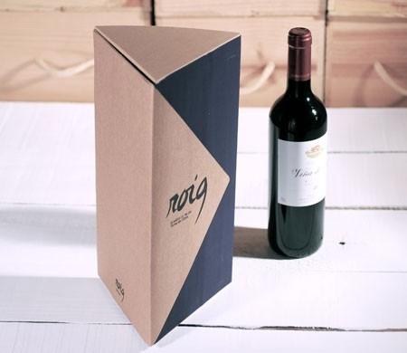 Boîte triangulaire pour bouteilles