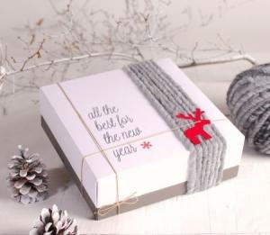 Boîte carrée décorée avec de la laine