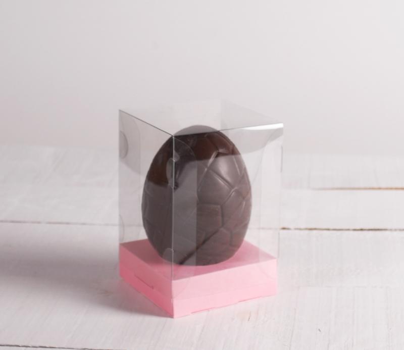 bo te transparente pour un oeuf de p ques. Black Bedroom Furniture Sets. Home Design Ideas