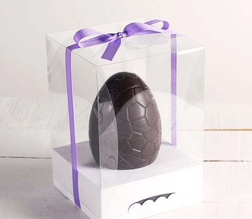 Boîte avec ruban pour les œufs de Pâques