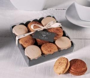 Boîte à macarons avec ruban imprimé