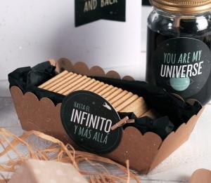 Boîte à biscuits avec décoration galactique