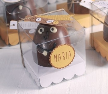 Boîte transparente pour des oeufs de Pâques