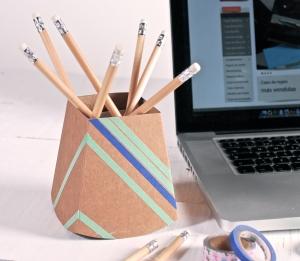 Cubilete de cartón decorado con washi tape