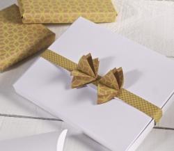 Boîte pour photos décorée avec du ruban