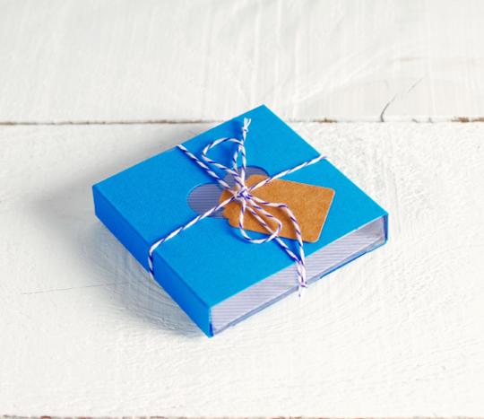Kit de 4 boîtes colorées avec ceinture et accessoires
