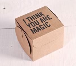 Boîte imprimée pour cadeaux. Tirage limité