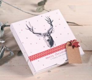 Boîte avec un renne imprimé