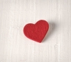 Coeur en feutrine rouge décoratif