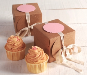 Petite boîte avec ruban pour cupcakes