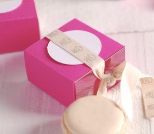 Boîte fuchsia pour macarons