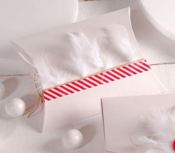 Boîte décorée de plumes