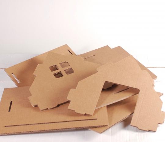 petite maison en carton pour enfants ou chats jouets en carton. Black Bedroom Furniture Sets. Home Design Ideas