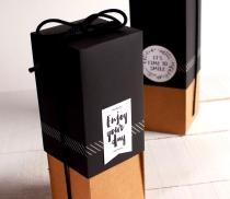 Boîte bouteille avec cordon