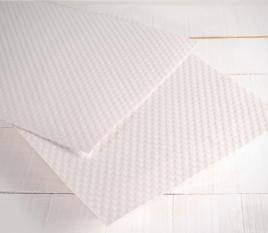 Papier gaufré en forme de cœurs