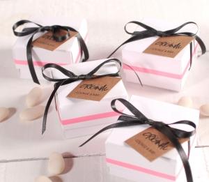 Boîte pour des cadeaux de marque