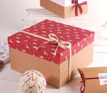 Petite boîte de Noël décorée