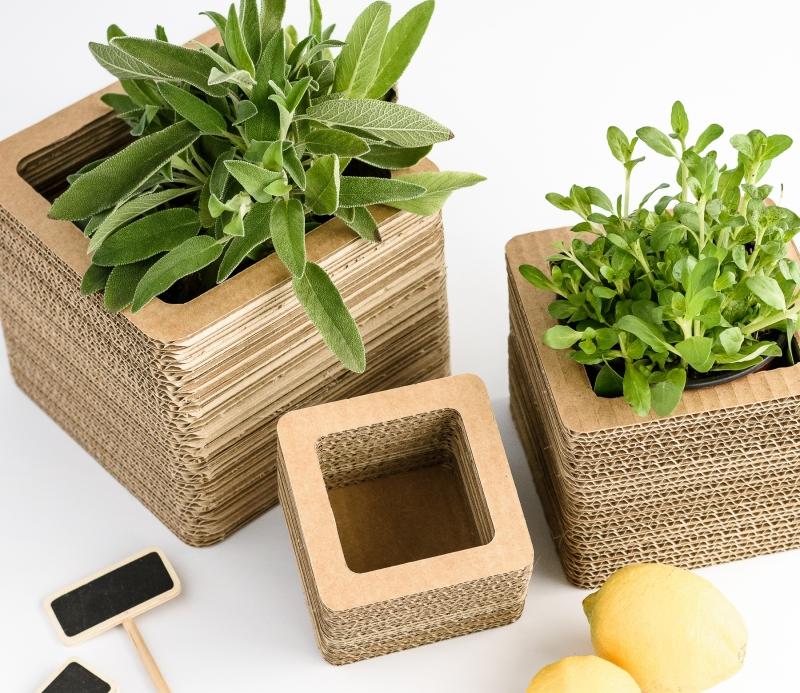 vases en carton d coratif. Black Bedroom Furniture Sets. Home Design Ideas