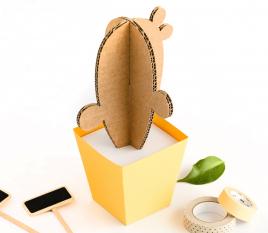 Cactus en carton avec un petit pot