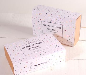 Boîte avec bandeau décoré