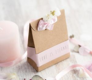 Petite boîte cadeau haute