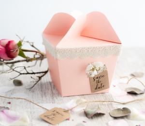 Boîte cadeau avec fermeture en forme de fleur